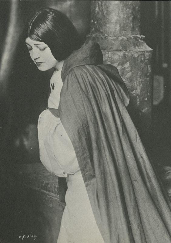 Photograph of Rosa Ponselle as Leonora in La Forza del Destino