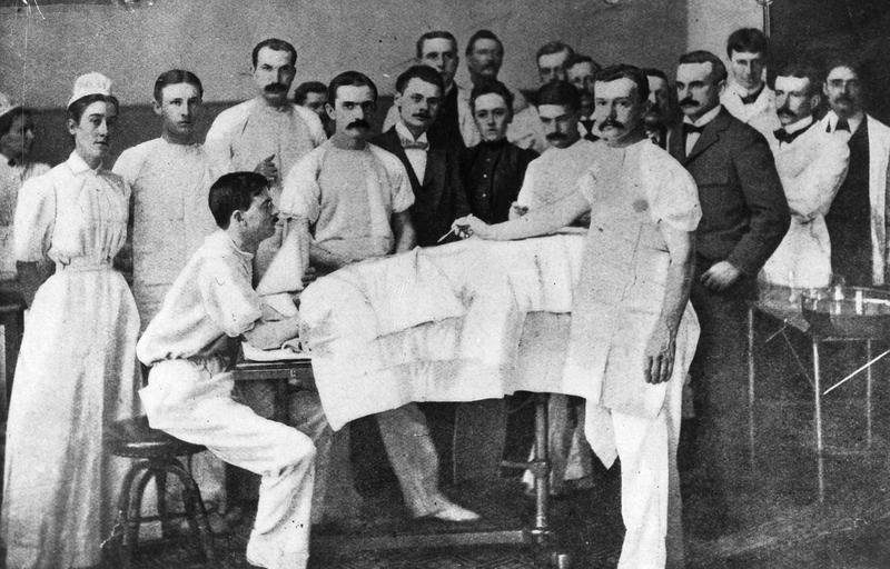Elizabeth Hurdon (center) observing Howard Kelly performing gynecology surgery