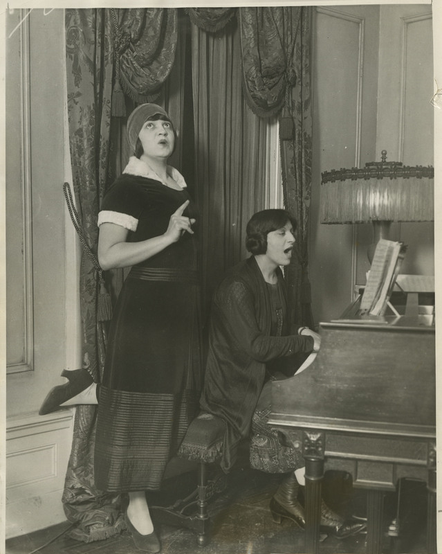 Rosa Ponselle singing with Carmela Ponselle at the piano