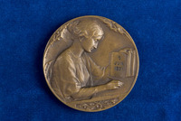 Alice Fitzgerald's medal from the American Nurses Memorial for the Florence Nightingale Training School, Bordeaux, France